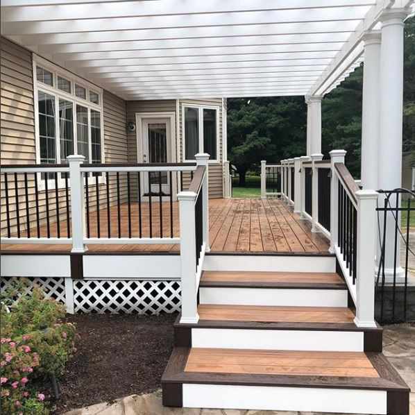 Diversified Remodeling builds a new Trex Deck in Shelton, CT