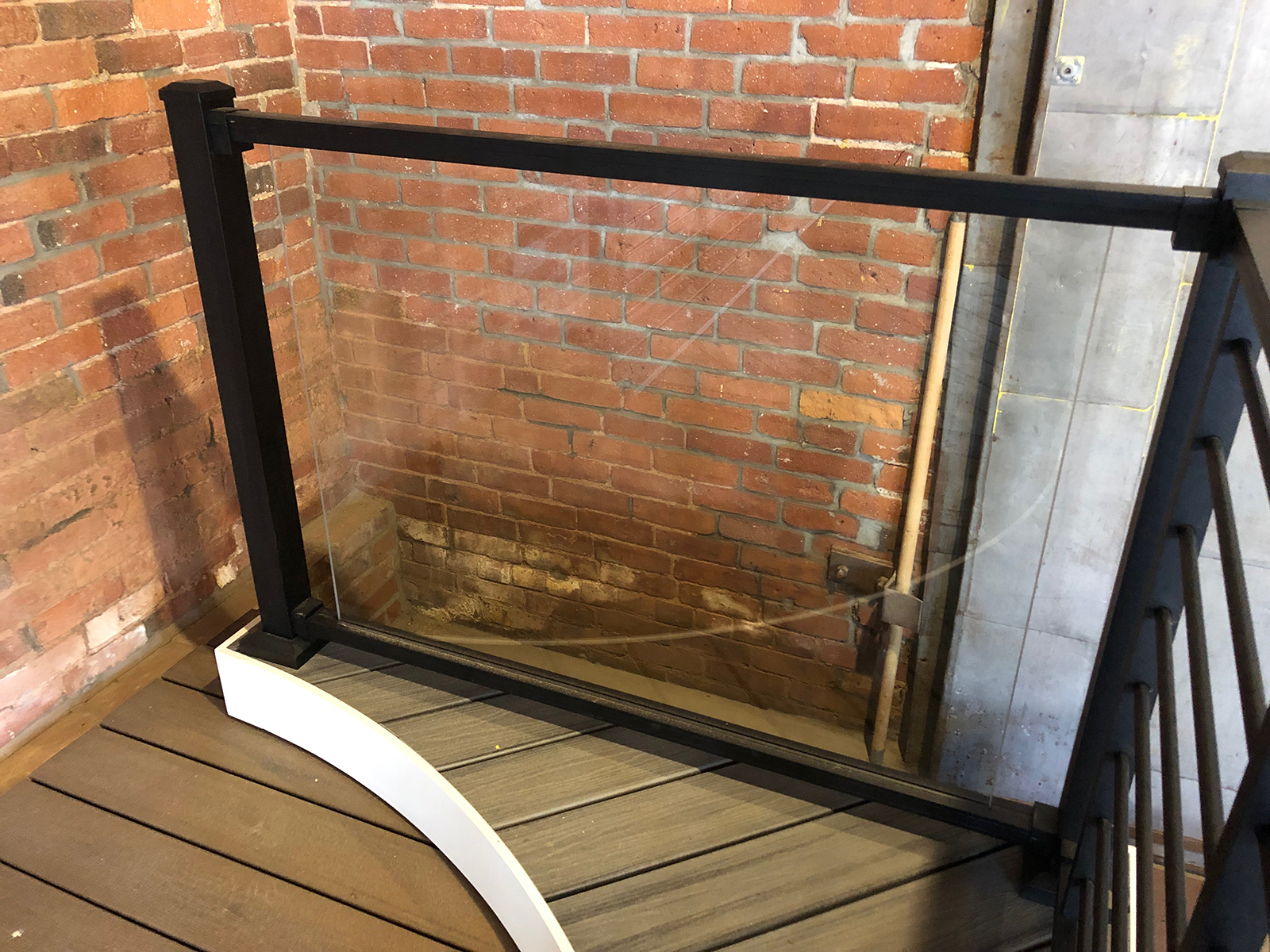 Trex Railing Signature in Black for Glass Panel (not supplied)