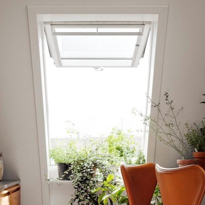 TOP HINGED ROOF WINDOW